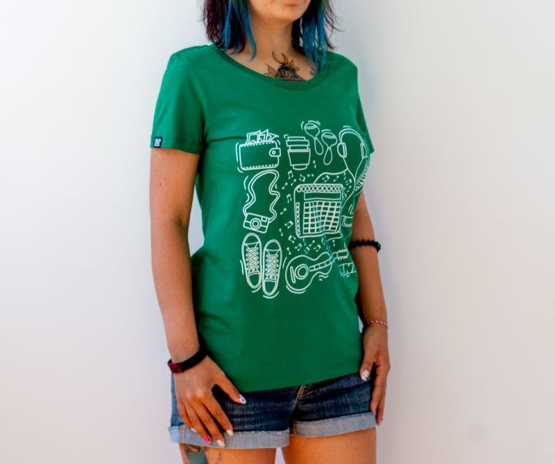 момиче с thl тениска в горскозелено